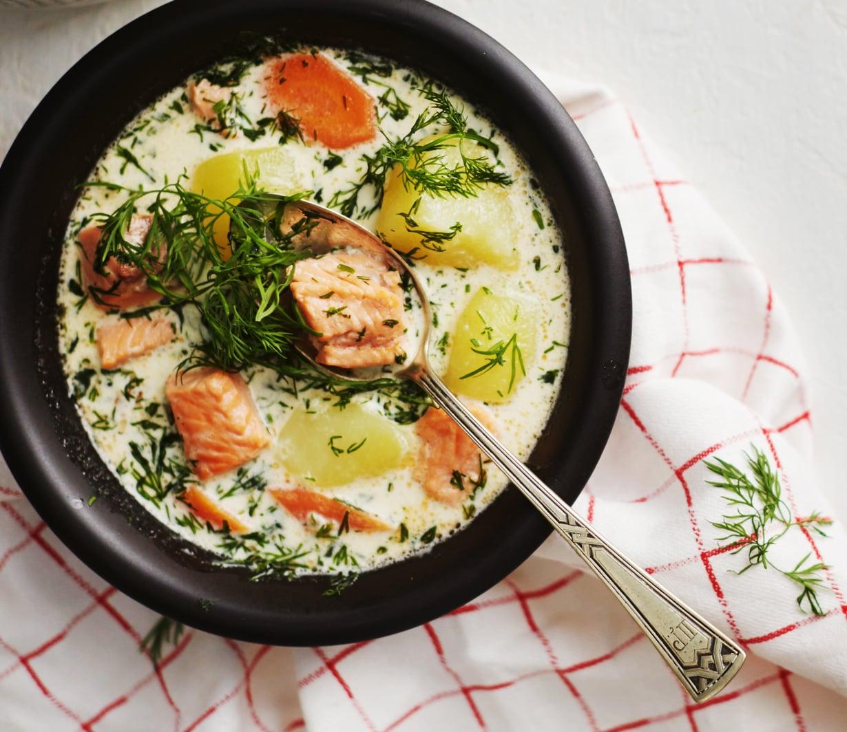 Lohikeitto on perinteinen suomalainen juhlaruoka. Arjessakin nopeasti valmistuva keitto maistuu.