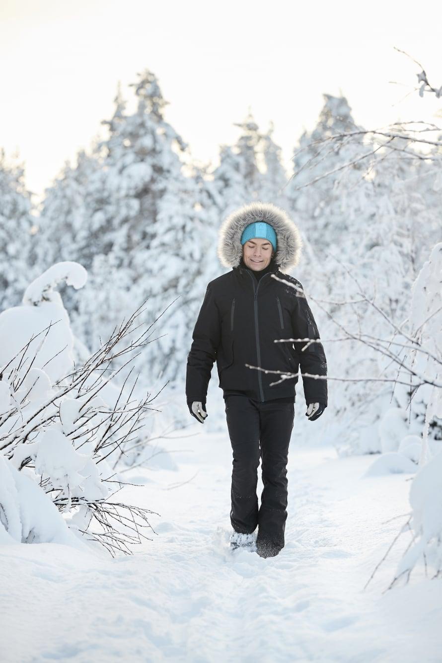 """""""Tunturissa seisoessani ajattelin, että vihdoinkin tuntuu, ettei tarvitse kaivata mihinkään muualle tai kenenkään seuraan."""" Lue Antti Tuiskun Lapin-arjesta Kodin Kuvalehdestä 5/2021!"""