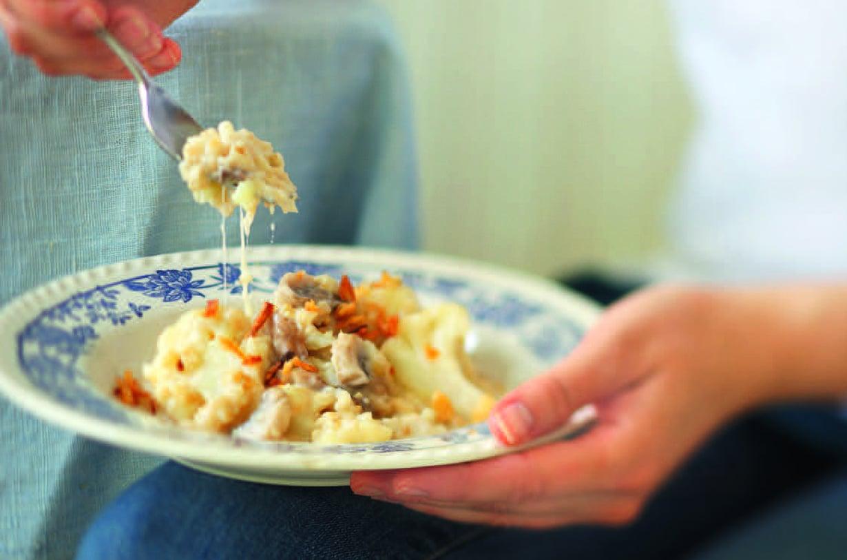 Pikainen sieni-riisivuoka syntyy vaivatta edellisen päivän riisintähteistä.