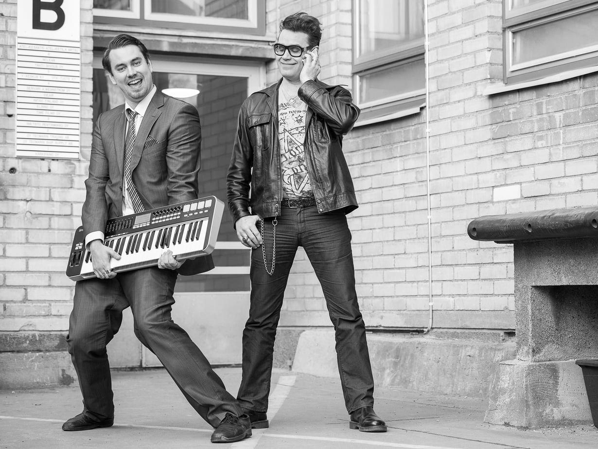 Miro (vas.) ja Samuli Laiho ovat velipuolia ja musiikkibisneksen ammattilaisia, mutta he eivät ole tehneet musiikkia yhdessä.
