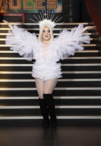 """Miss Lumiére on Villen alter ego. """"En ikinä uskaltaisi esiintyä yleisön edessä tavallisissa vaatteissani."""""""