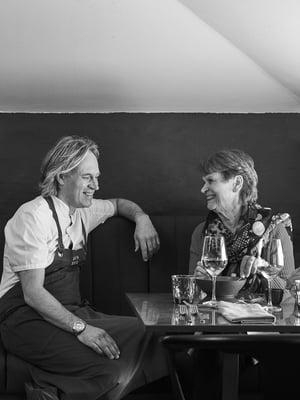 Kari ja Tarja Aihinen tapaavat nykyään usein Turussa, jossa Tarja asuu ja Kari pyörittää kahta ravintolaa.