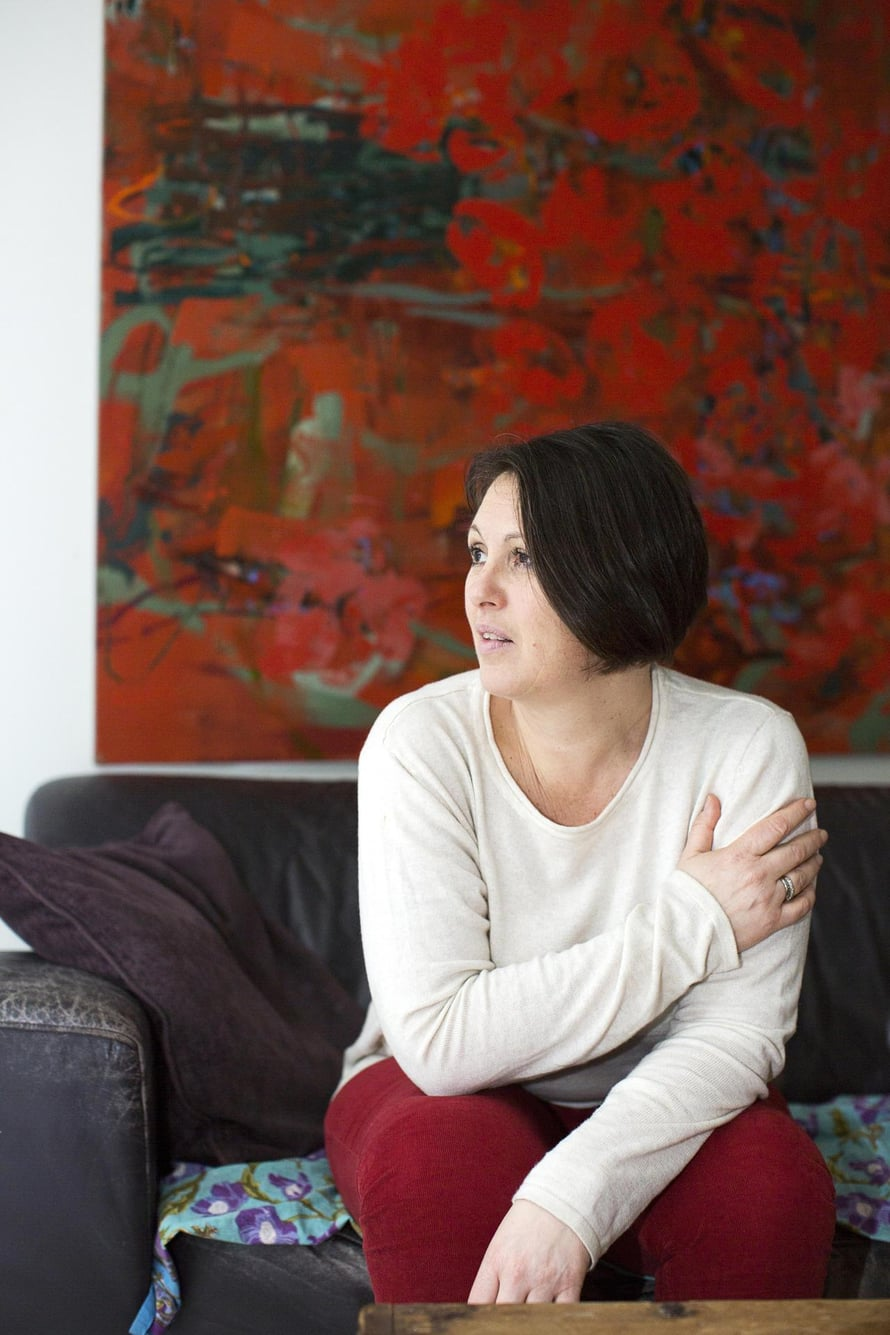Parisuhdekouluttaja Marianne Stolbow, 50, asuu Helsingin Käpylässä juristimiehensä ja 18- ja 15-vuotiaiden tyttäriensä kanssa. 23-vuotias esikoistytär asuu jo omillaan.