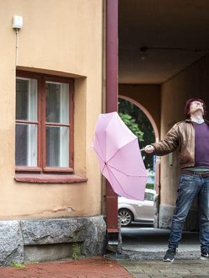 Kun Jussi Seppänen sai kuulla, että hänen sairauteensa on keksitty lääke, hän päätti: En halua olla elämässä kyyninen, haluan olla kannustava. En halua itkeä, haluan nauraa.