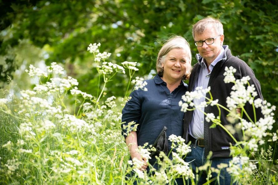 Kirsi ja Heikki Hiilamo käyvät usein yhdessä kävelyllä, jolloin keskustellaan paljon.