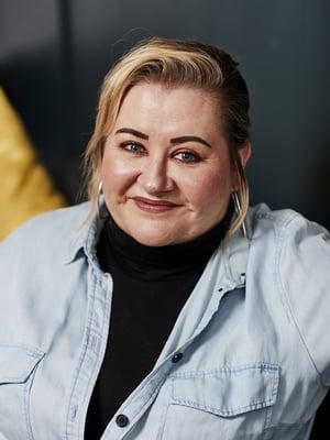 Manageri Carla Ahoniuksen perustaman Manage Me -yrityksen asiakkaita ovat muun muassa Jenni Vartiainen, Jare Tiihonen eli Cheek ja Erin. Carla päätti 10-vuotiaana, että hänestä ei tule seuraavaa Madonnaa vaan ihminen, joka päättää, mitä Madonna tekee.