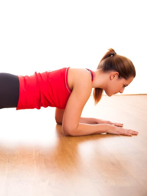 Oikein tehty lankkuliike treenaa myös lantionpohjan lihaksia.