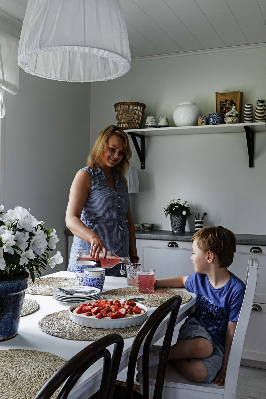 Melissa ja Alex viettävät usein viikonloppuaamut kahdestaan keittiössä. Perheen isä Samu tekee vuorotöitä ja saa nukkua pitkään.