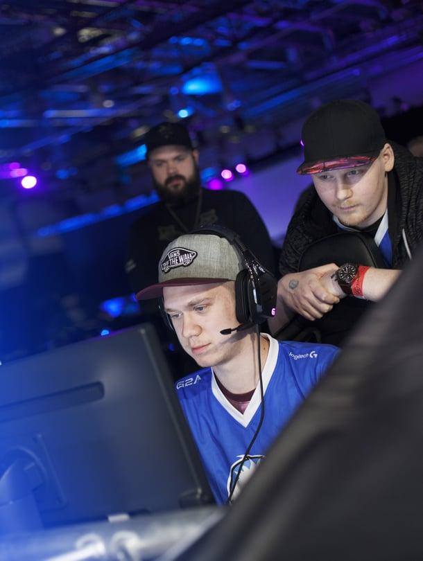 Saku Kuisma ja Ilmo Salomäki ovat matkalla ammuntapelin ammattilaisiksi.