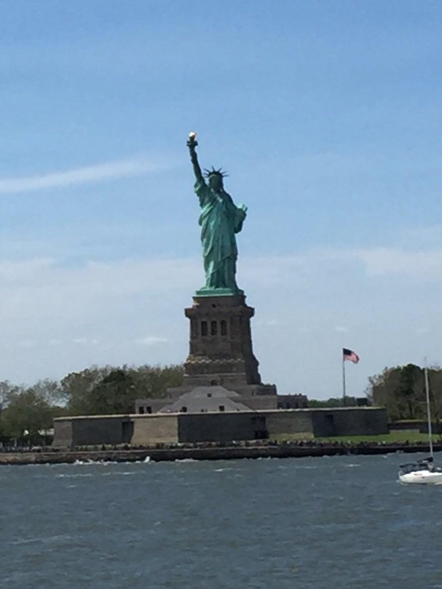 Staten Island Ferry meni näin läheltä, mikä riitti meille.