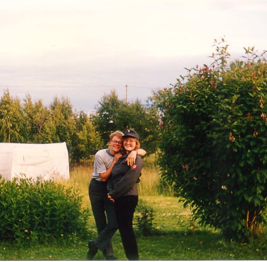 Jouko on kuvassa lomalla armeijasta. Anna-Maija oli silloin vasta tyttöystävä.