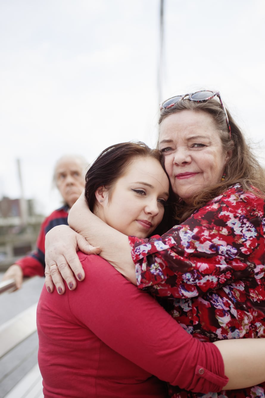 """""""Kyllä siinä ajatukset pimenivät"""", Joseppiina Kahiluoto kertoo hetkestä, jolloin sai kuulla isän Alzheimerista."""