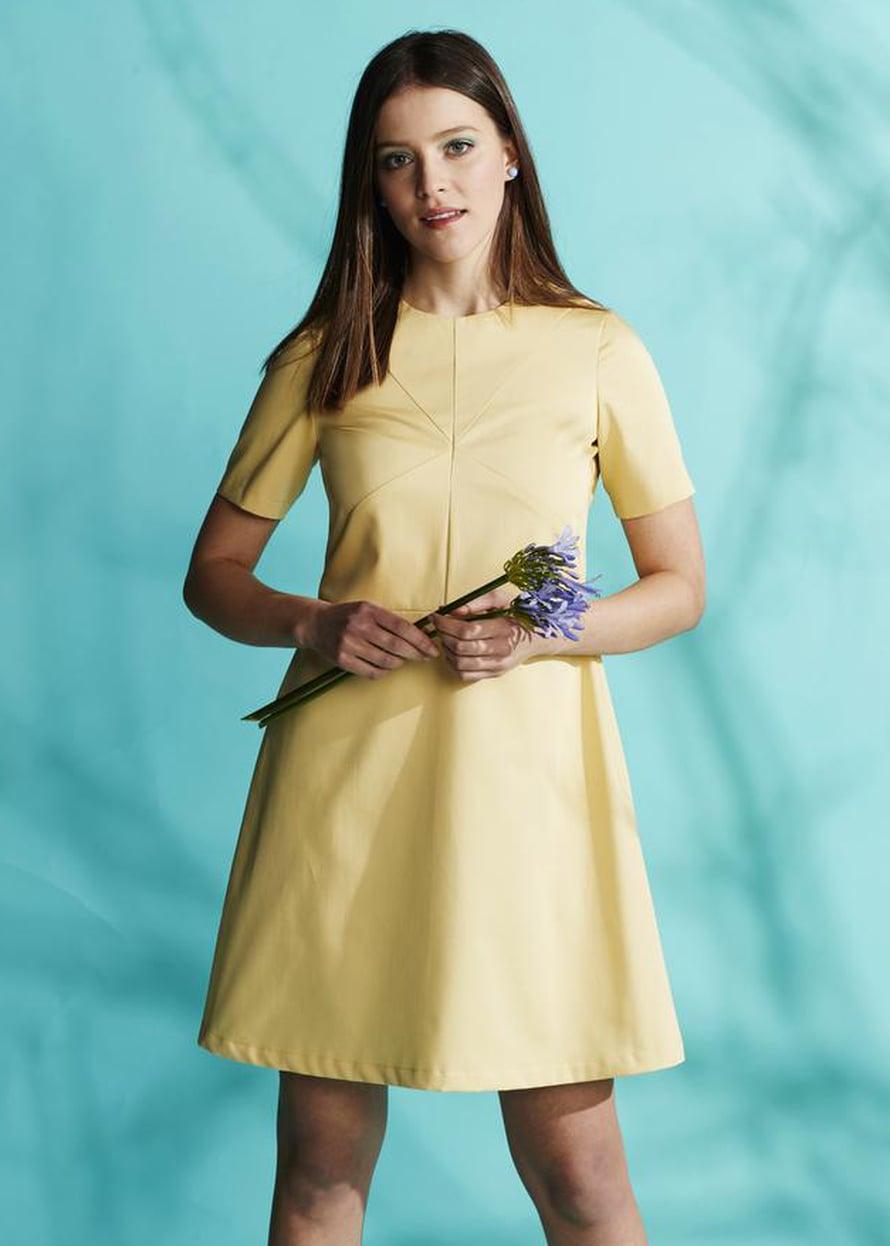 2 Keltainen mekko