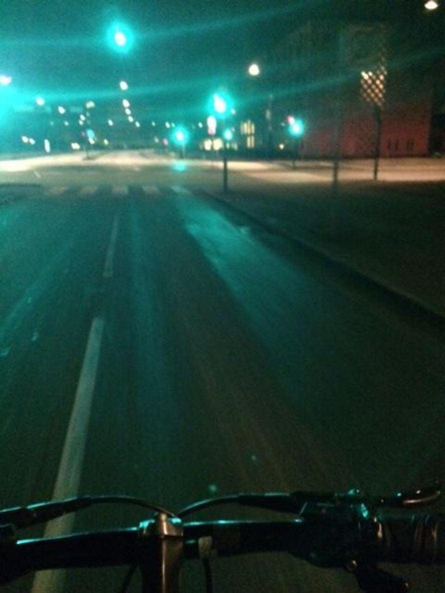 Pyörällä pääsen kätevästi töihin.