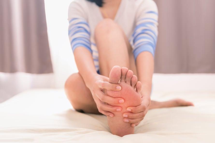 Kesä jättää jälkensä, varsinkin jalkapohjiin. Rasvaa jalkoja ahkerasti, niin ne pysyvät silkoisina ja kauniina ympäri vuoden.