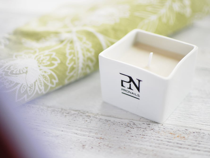 Pronails Manicure Massage Candle Sandelwood-Lemon –manikyyri- ja hierontakynttilä, 40 e.