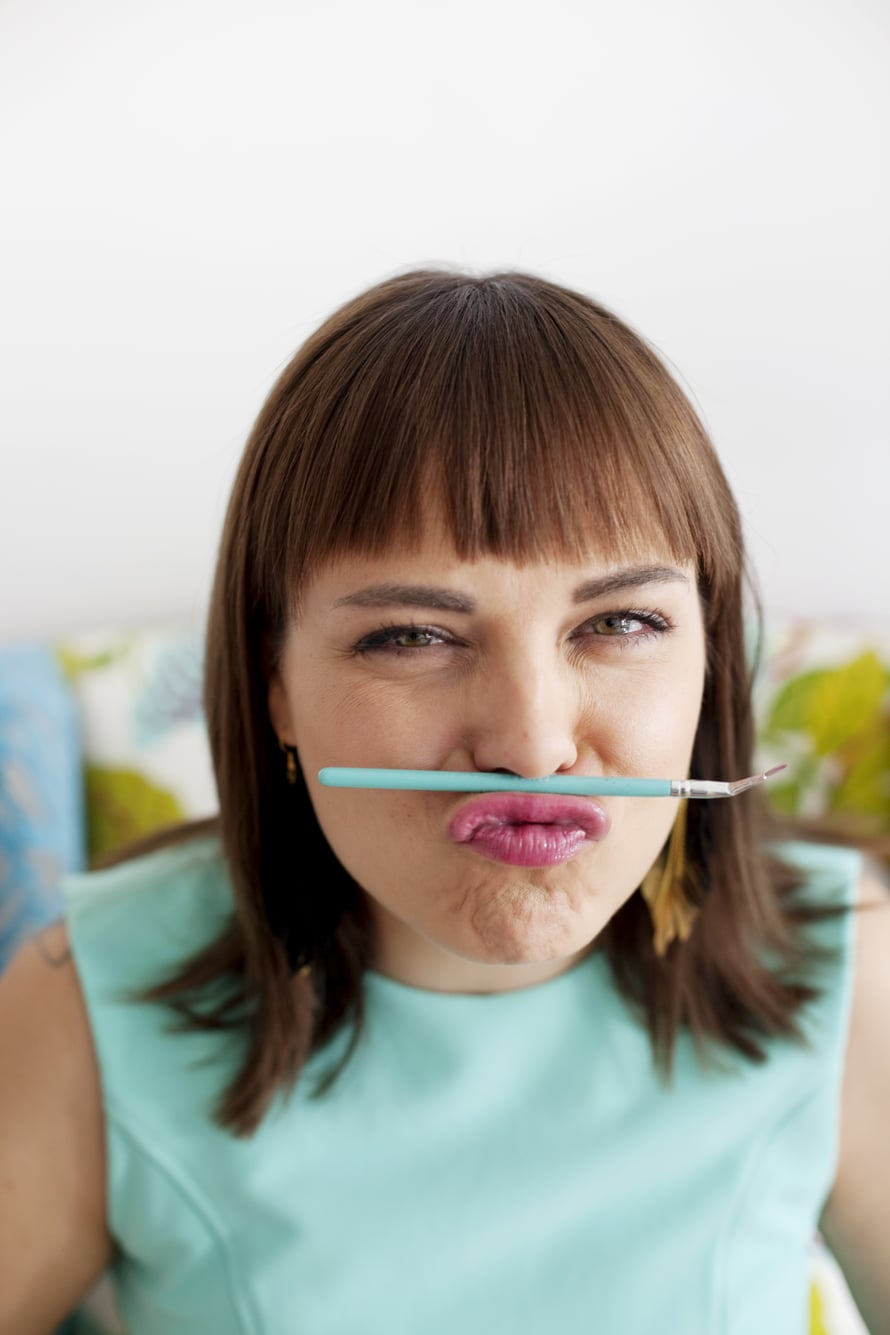 Mariela Sarkima tietää meikkivälineistä kaiken tietämisen arvoisen.