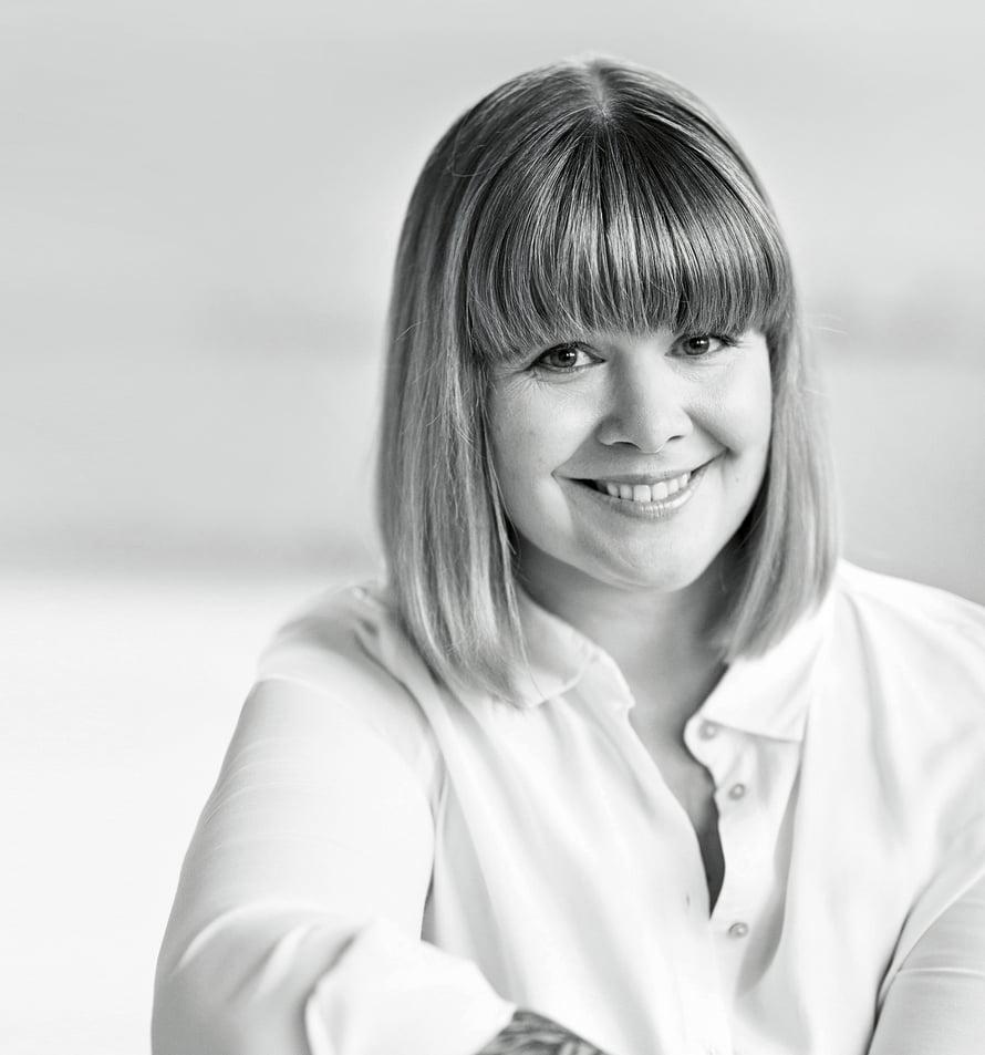 Toimittaja-kirjailija Ani Kellomäki, 42, havahtui omaan juomiseensa, kun päätyi työporukan kanssa baariin yhä useammin. Nykyisin hän riipaisee kännin ehkä kerran vuodessa eikä juo muuten lainkaan. Häneltä on juuri ilmestynyt kirja Tiedostavan siemailun taito.