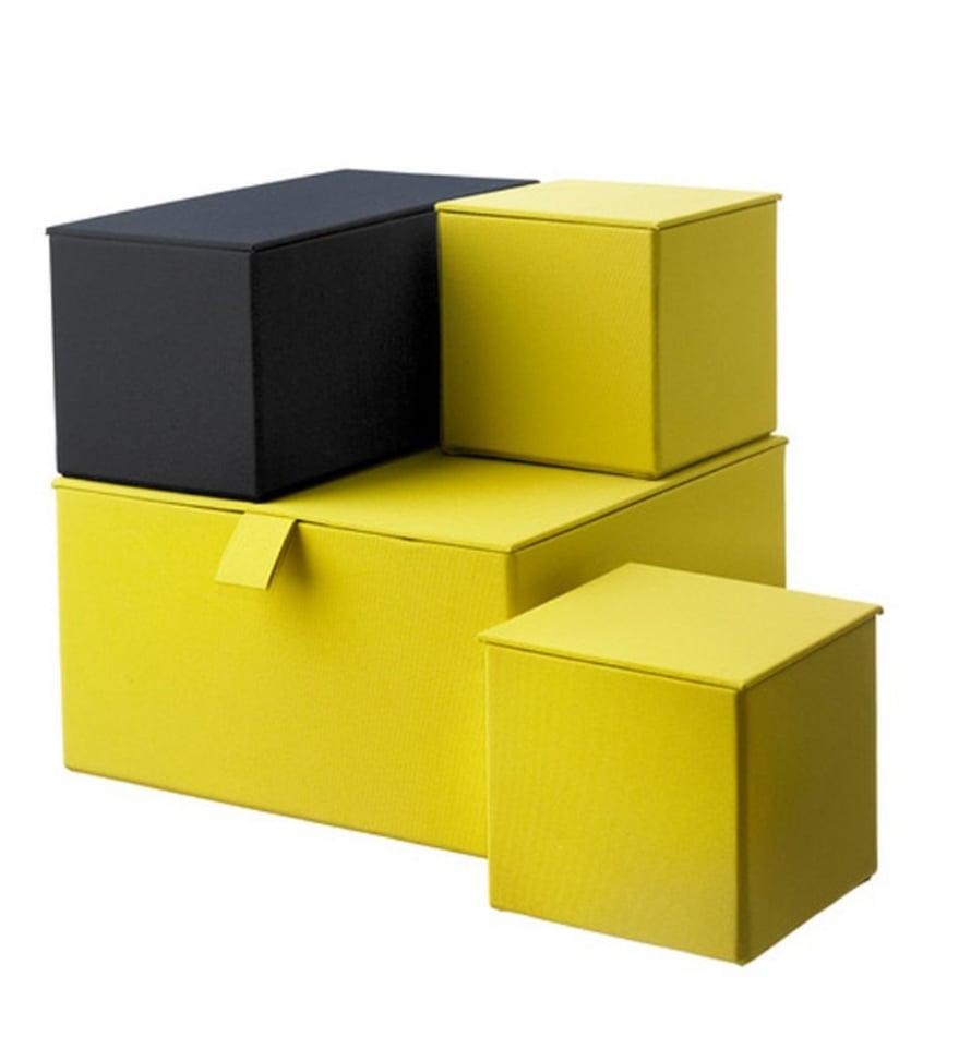VÄRITERAPIAA. Värikkäät kangasboksit suorastaan kutsuvat hypistelemään ja järjestelemään. Pallra-säilytyslaatikko 16,99 e/ 4 kpl, Ikea.