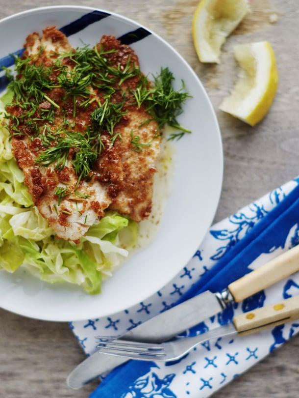 Yksinkertainen kesäruoka saa parhaan makunsa hyvästä suolasta, sitruunasta ja tuoreesta tillistä.