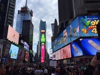 Times Square iltavalaistuksessa.