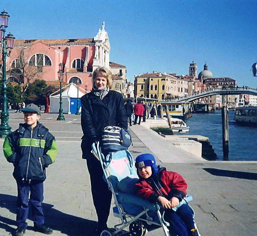 """""""Hyvä ystäväni asui 90-luvun lopulla Venetsian lähellä. Leskeksi jäätyäni vierailin siellä usein poikieni kanssa."""""""