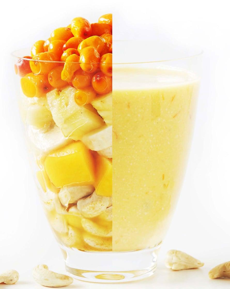 vajaa kourallinen tyrnimarjoja, kourallinen kuutioitua ananasta, kourallinen kuutioitua mangoa, kourallinen cashewpähkinöitä