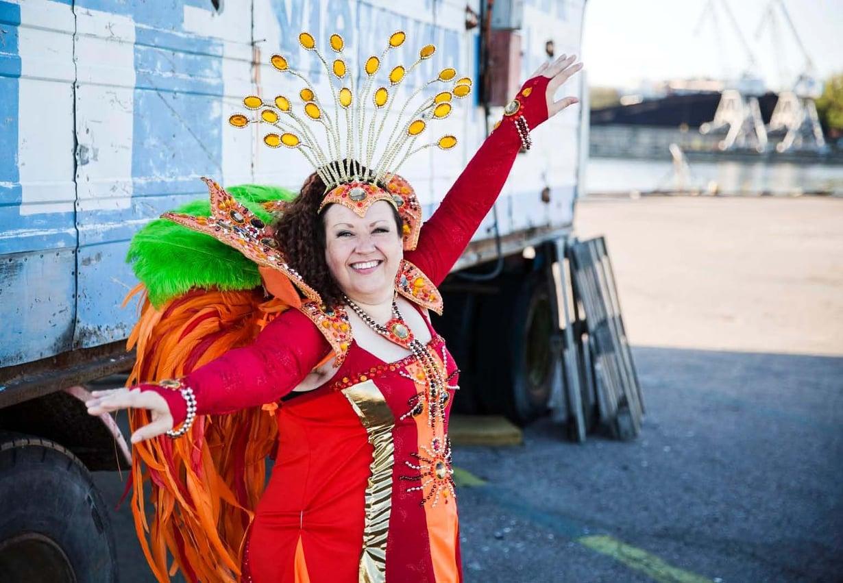 Ulrika Jakobsson, 46, on helsinkiläinen sovellusasiantuntija ja samban harrastaja.