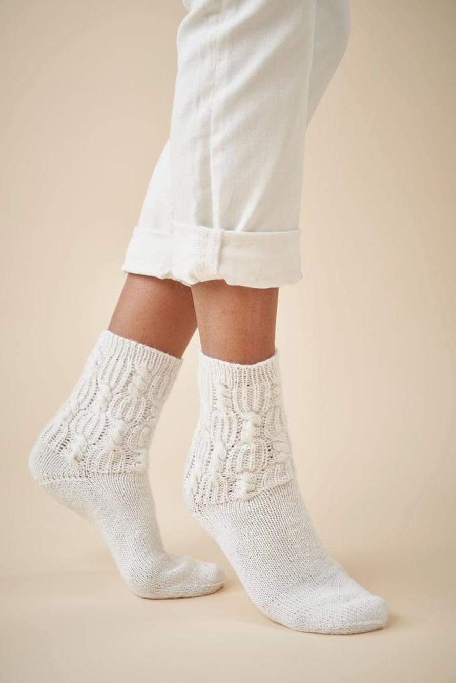 28 Valkoiset sukat