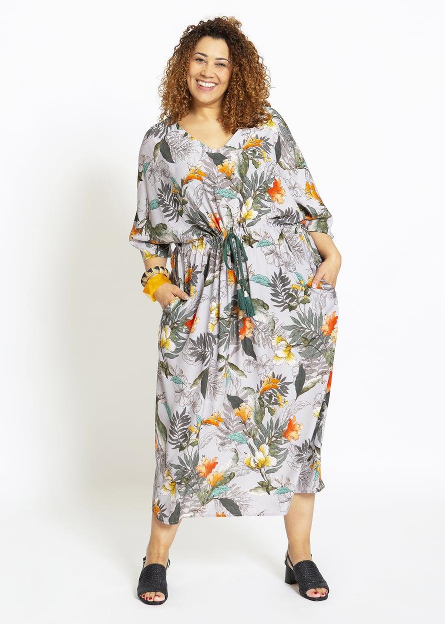 12 Kimonohihainen mekko