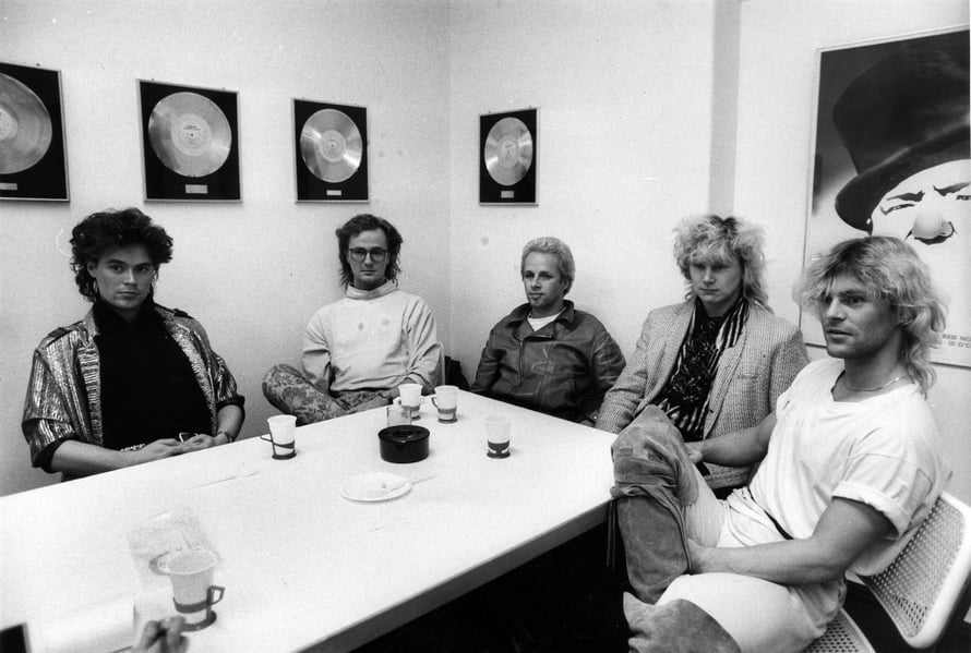 """Bogart Co. ja sen nokkamies Ressu (oik.) olivat permisotsatukkamuodin huipulla vuonna 1985. Kuva: <span class=""""photographer"""">Sanoma Arkisto / Sakari Viika</span>"""