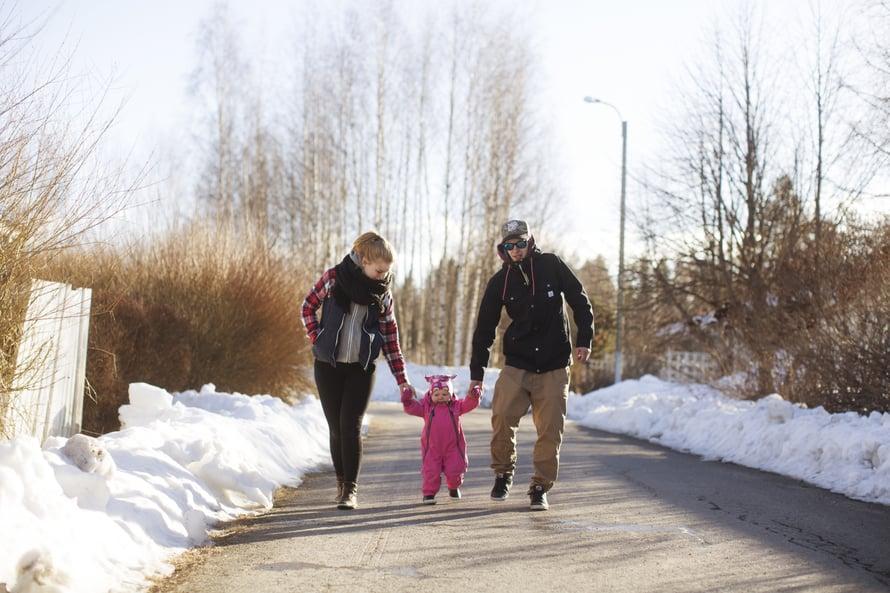 Isovanhempien luo on kilometri. Kohta Vanessa jaksaa kävellä koko matkan.