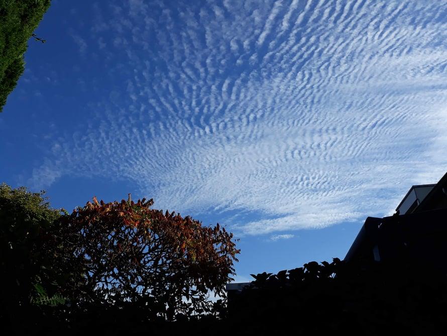 Taivaalla oli välillä kovin omituisia pilviä.