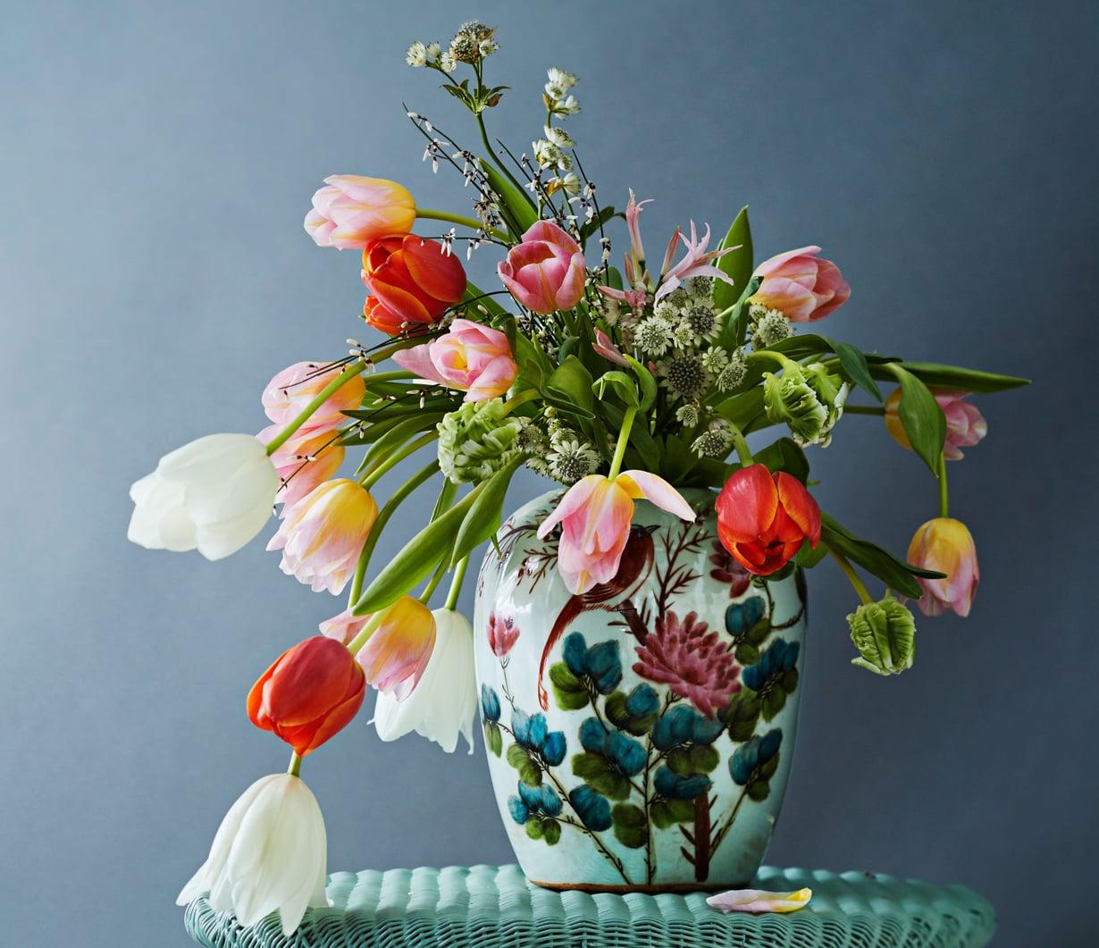 Arkihemmottelua voi olla kaunis kukkakimppu.
