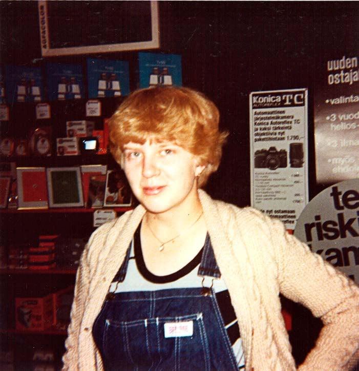 16-vuotiaana Tarjalla oli ensimmäinen pitkäaikainen poikaystävä, jonka kanssa hän koki ekan kertansa. Pitkän harkinnan jällkeen.