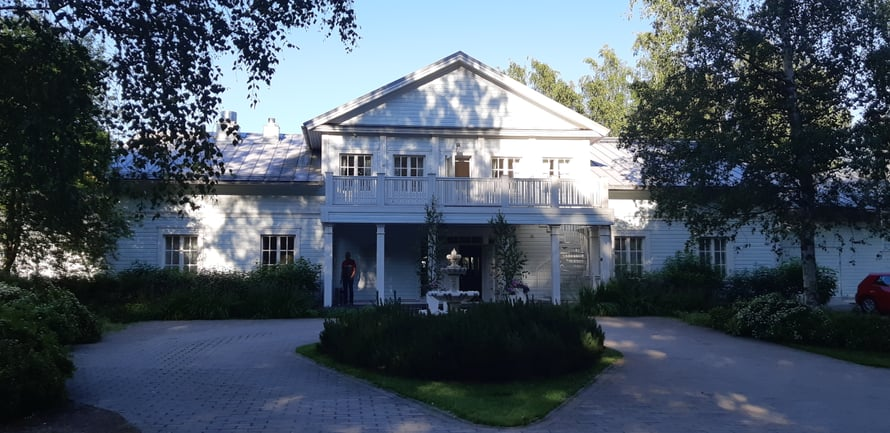 Villa Haikko juhannusasussaan.
