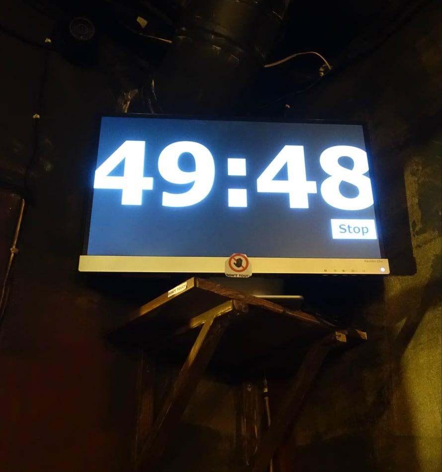 Huonepakopeli on kisa aikaa vastaan ja lisäjännitystä tuo se, että huoneen nurkassa voi jatkuvasti nähdä ajan kuluvan...