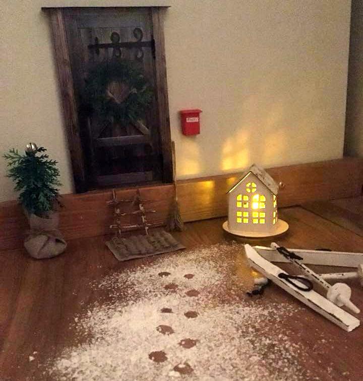 """""""Ovi oli joululehdestä. Tonttu saapui1.12. kun tulimme matkalta."""" Nina Moliis"""