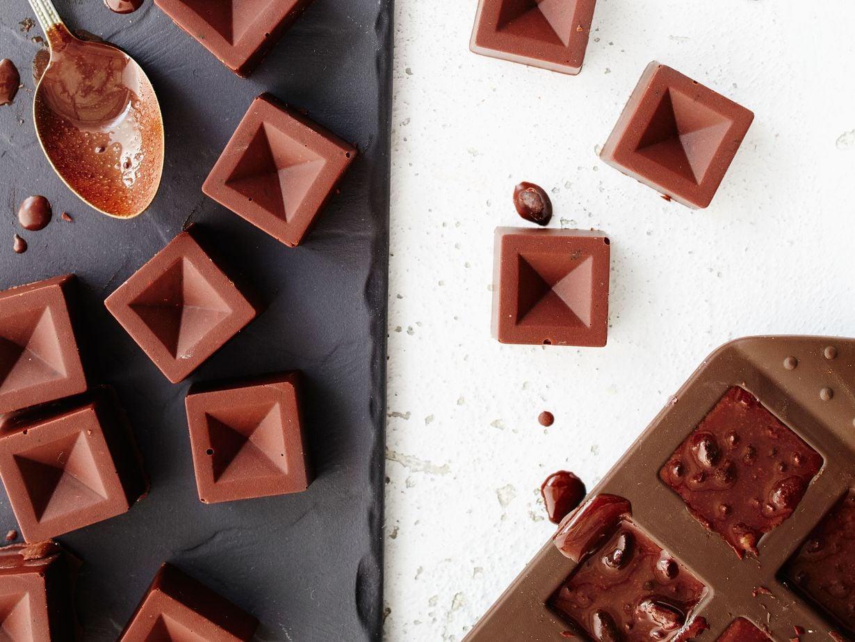 Itse tehty suklaa ilahduttaa varmasti tuliaisena ja ruokalahjana.