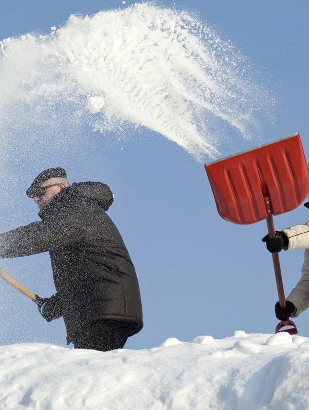 Ihanaa, lumitöitä! Näin ajattelee Risto Reipas. Miten sinä ajattelet?