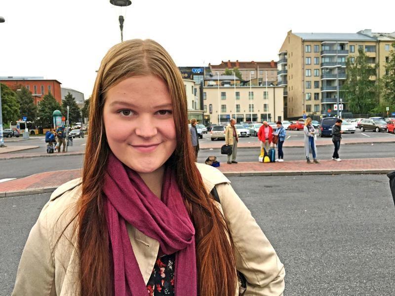 """""""Sain eilen vihdoin avaimet uuteen asuntooni ja pääsin katsomaan sitä: tänne minä nyt sitten muutan äidin luota. Kaksi huonetta ja keittiö, remontoitu pari vuotta sitten ja vuokrakin on halpa. Pääsen aloittamaan itsenäisen elämän. Jännittää."""" Nea Pitkänen, 17, lukiolainen, Turku"""