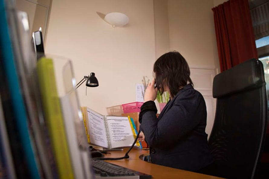 Naisten Linjalla puhelimeen vastaavat koulutetut vapaaehtoiset.