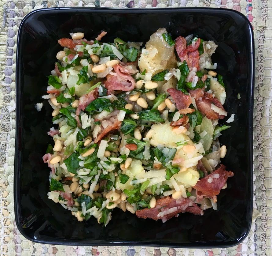 Varhaisperunoista syntyy makoisin salaatti, mutta onnistuu ihan normipotuistakin.