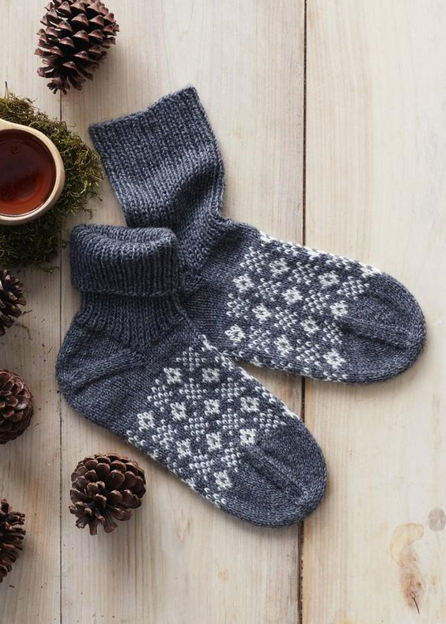 29 Siniset perinneneule-sukat
