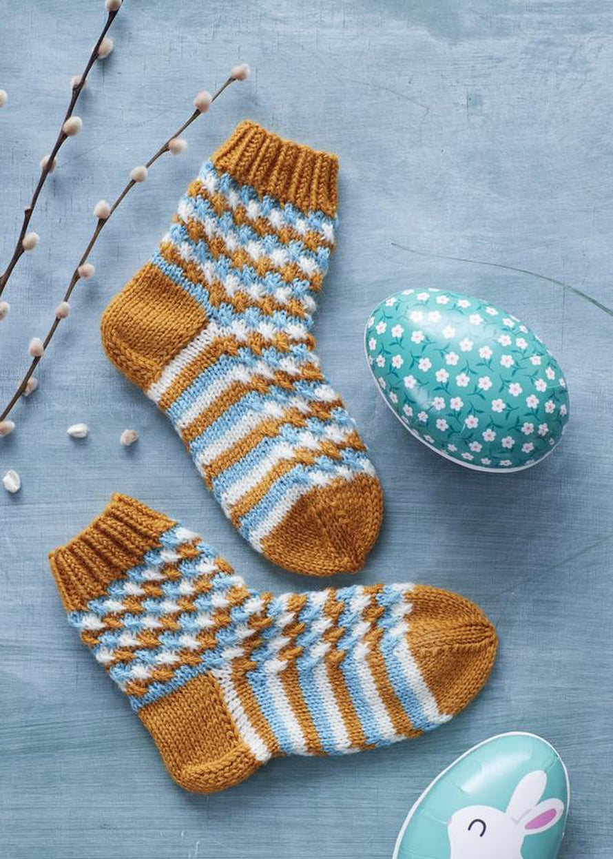 31 Lasten värikkäät sukat