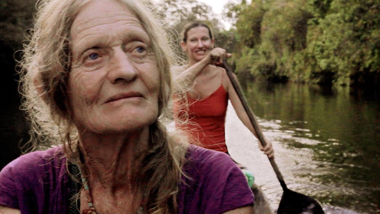 Val-äiti hylkäsi aikoinaan tyttärensä Claren. Dokumentissa he selvittävät välejään Kolumbian sademetsässä.