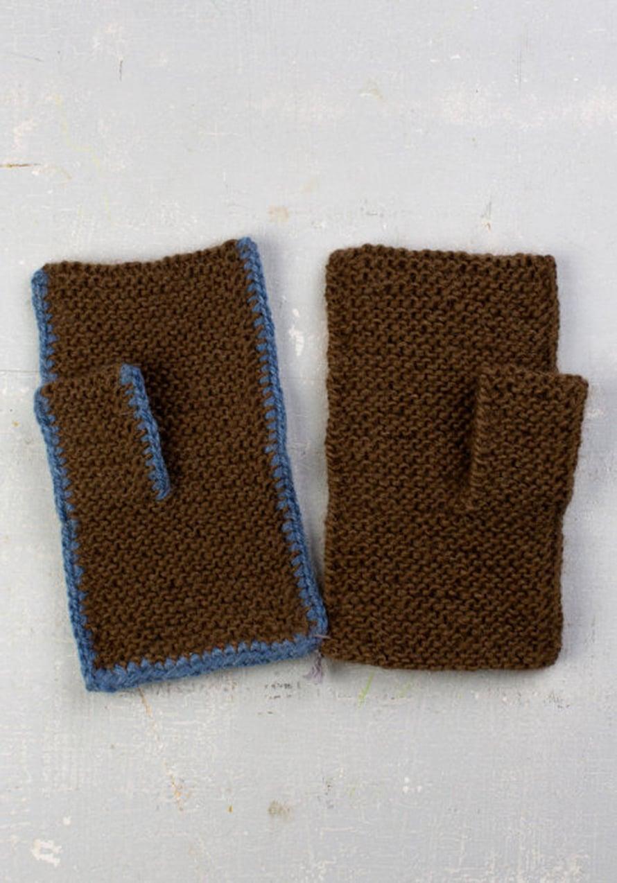 Lapaset (Helsingistä). Lähetän kaksi eri tapaa koota tasona neulottu lapanen. On helppoa neuloa tasona.