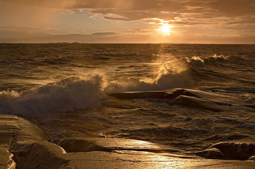 Mikael Rantalaisen ottamassa kuvassa vesisade loi otollisen valon kuvauksiin Utön edustalla.