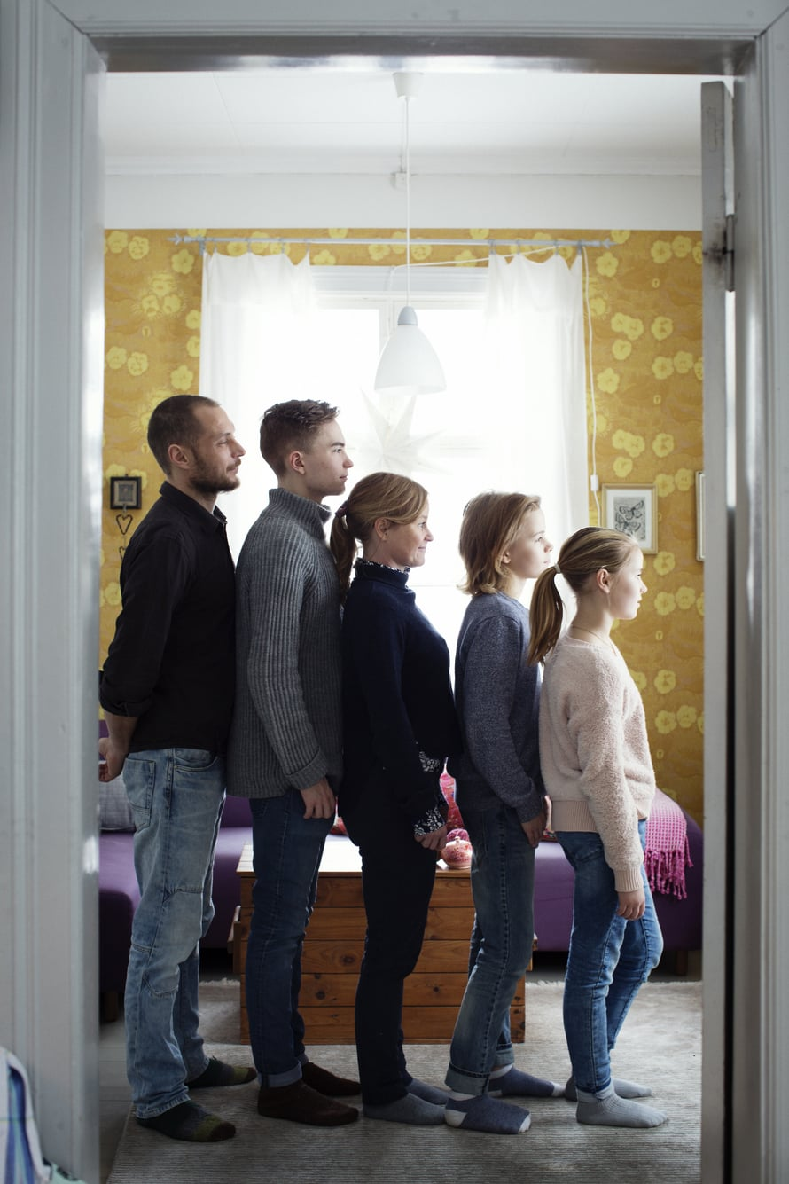 Aleksi (vas.), Eeli, Mia, Vilke ja Ruut. Kymmenen vuotta sitten Mia olisi sijoittunut perheen pituusjärejstyksessä aivan eri kohtaan.