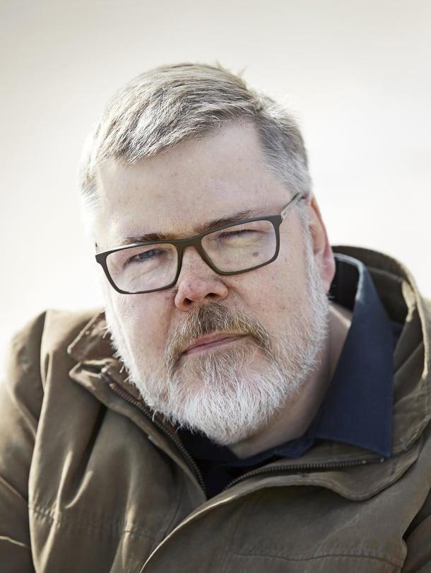 """Topi Kärkinen on ollut varastomies ja rekkakuski ja on tyytyväinen valintoihinsa. """"Kaikki on mennyt ihan hyvin näin"""", hän sanoo."""